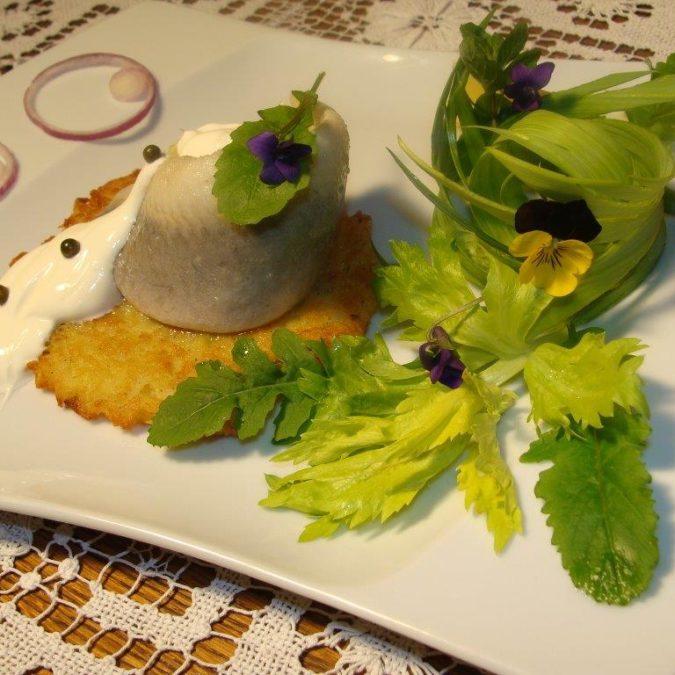 Śledź na placku ziemniaczanym – danie wegetariańskie